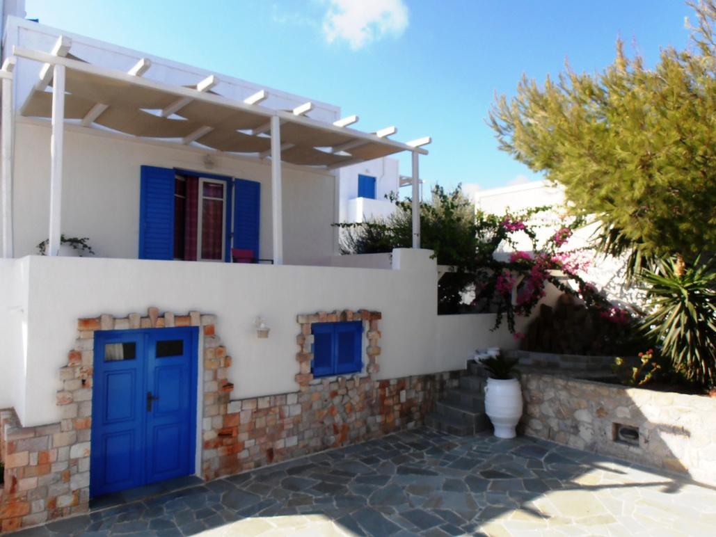 Pictures of glaronisia hotel milos greece for Hotel original