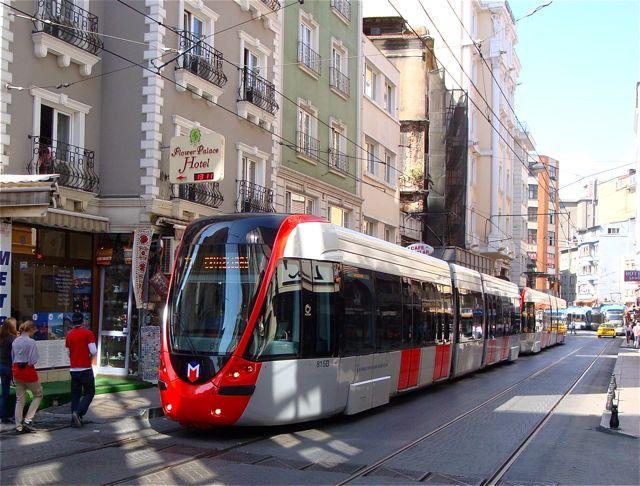 Если пока не трамвай, то хотя бы троллейбус, но он должен ходить по выделенным полосам и во все стороны...
